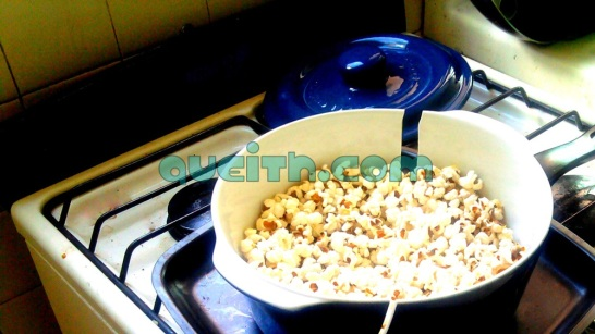 Broken Fontignac ceramic pot with popcorn