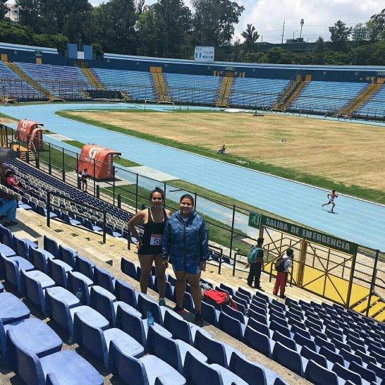 Fotografía de las lanzadoras de Juan Enrique Galdámez en el Estadio Mateo Flores de la Ciudad de Guatemala.